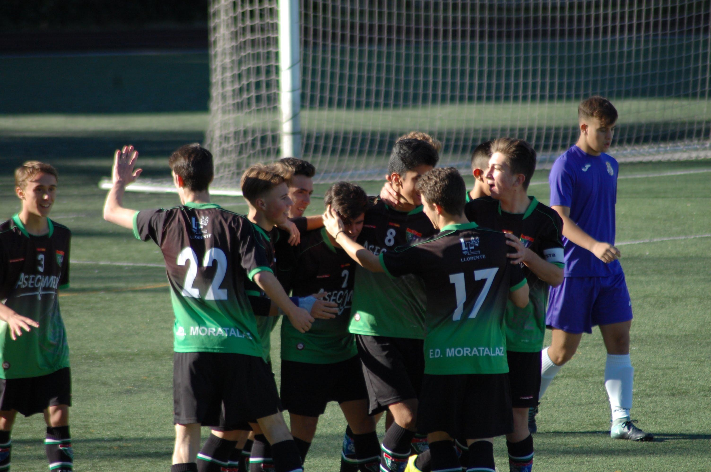 Fotos del partido Escuela de Fútbol Concepción A 0-2 Juvenil A