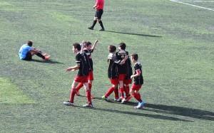 Celebrando uno de los cuatro goles
