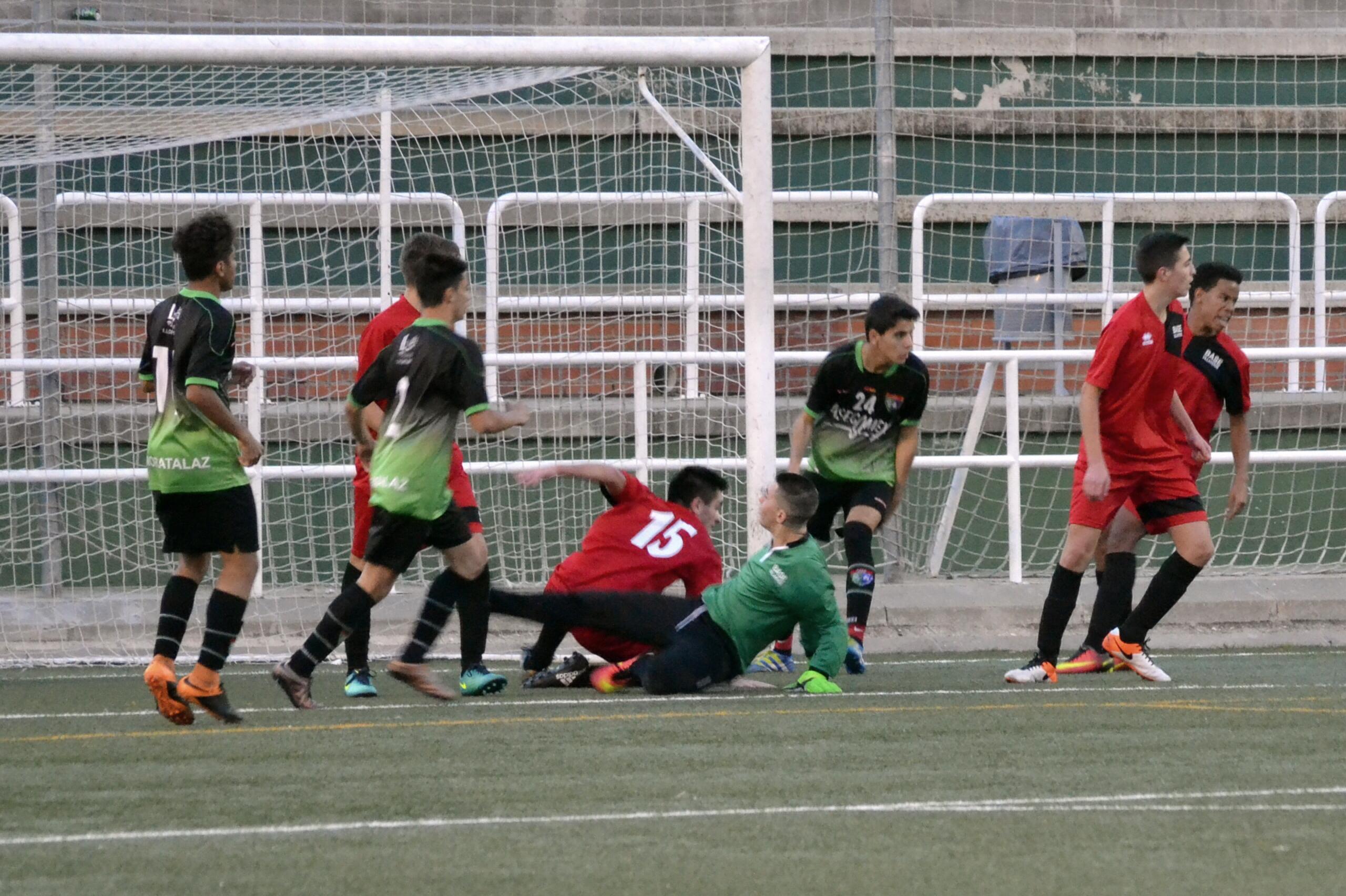 Crónica y fotos del partido A.D. Esc. Balonmano Villaverde A 2 – 5 Juvenil D