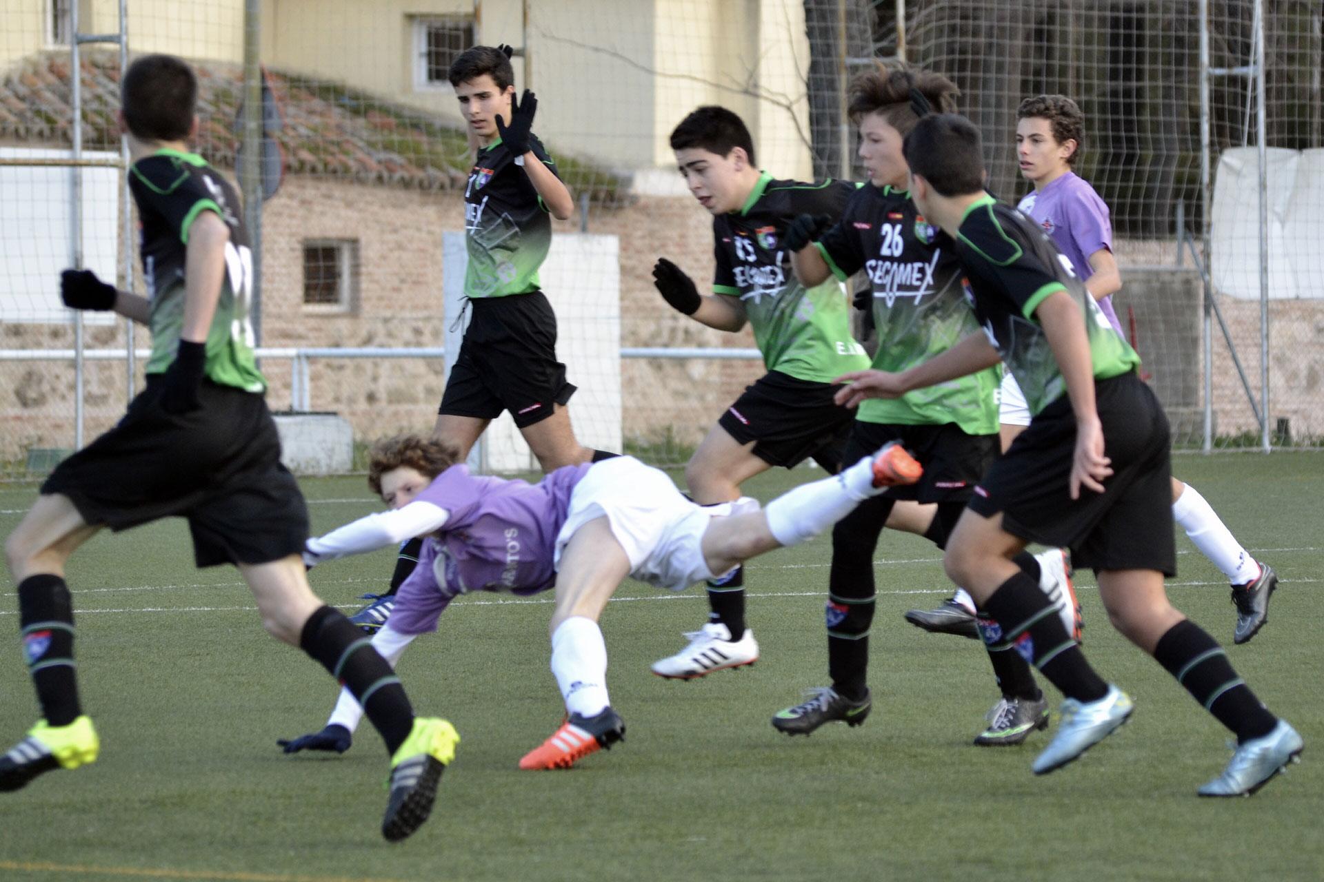 Crónica y fotos del partido de liga Alameda de Osuna A 1 – 0 EDM Cadete C