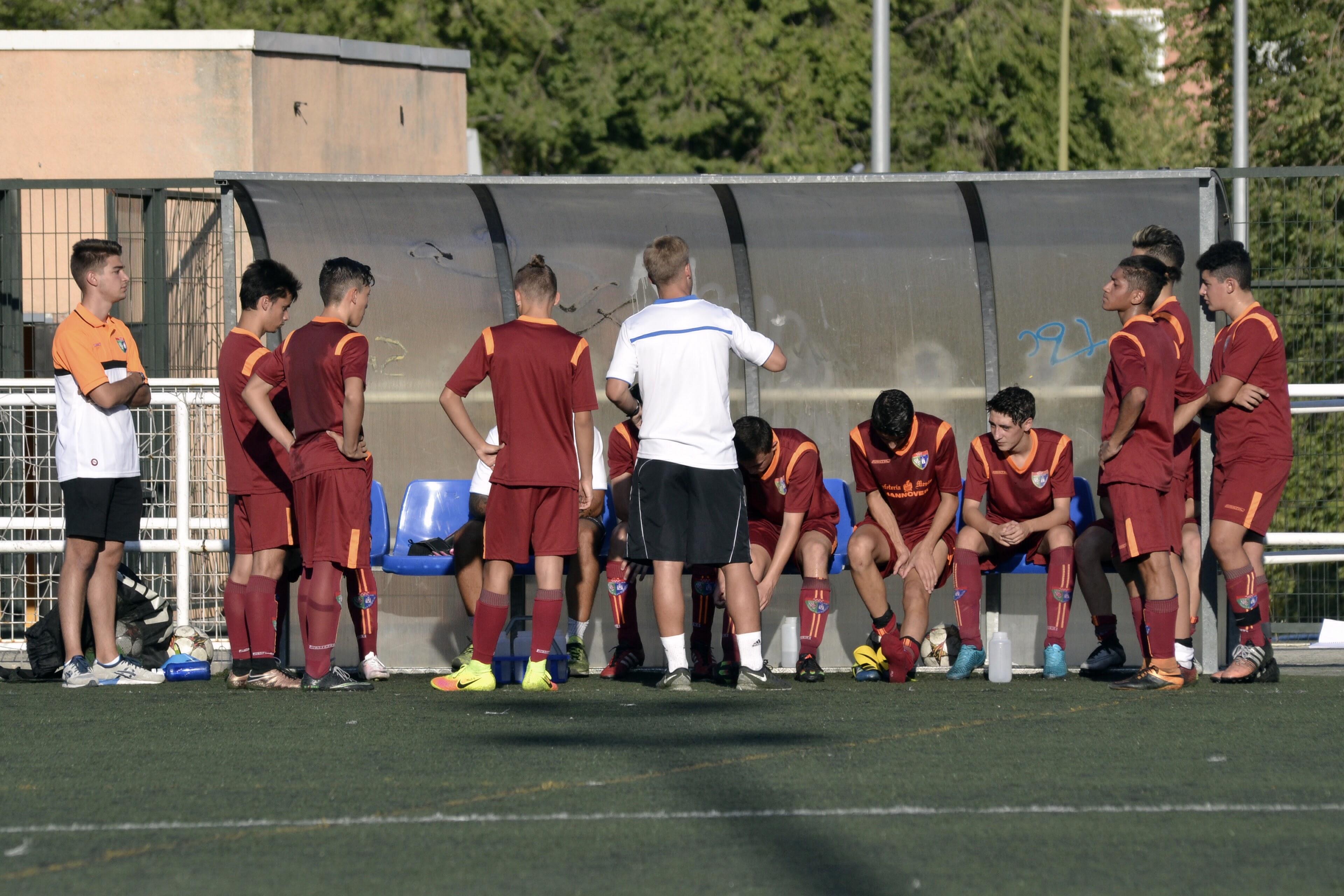 Crónica y fotos del partidos amistoso EDM Juvenil D 1 – 4 San Roque
