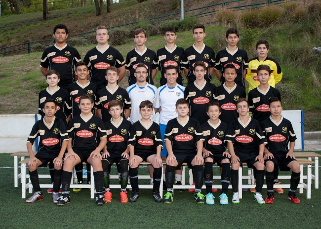 David Peñarrubia forma con los jugadores que integran la plantilla del Cadete F