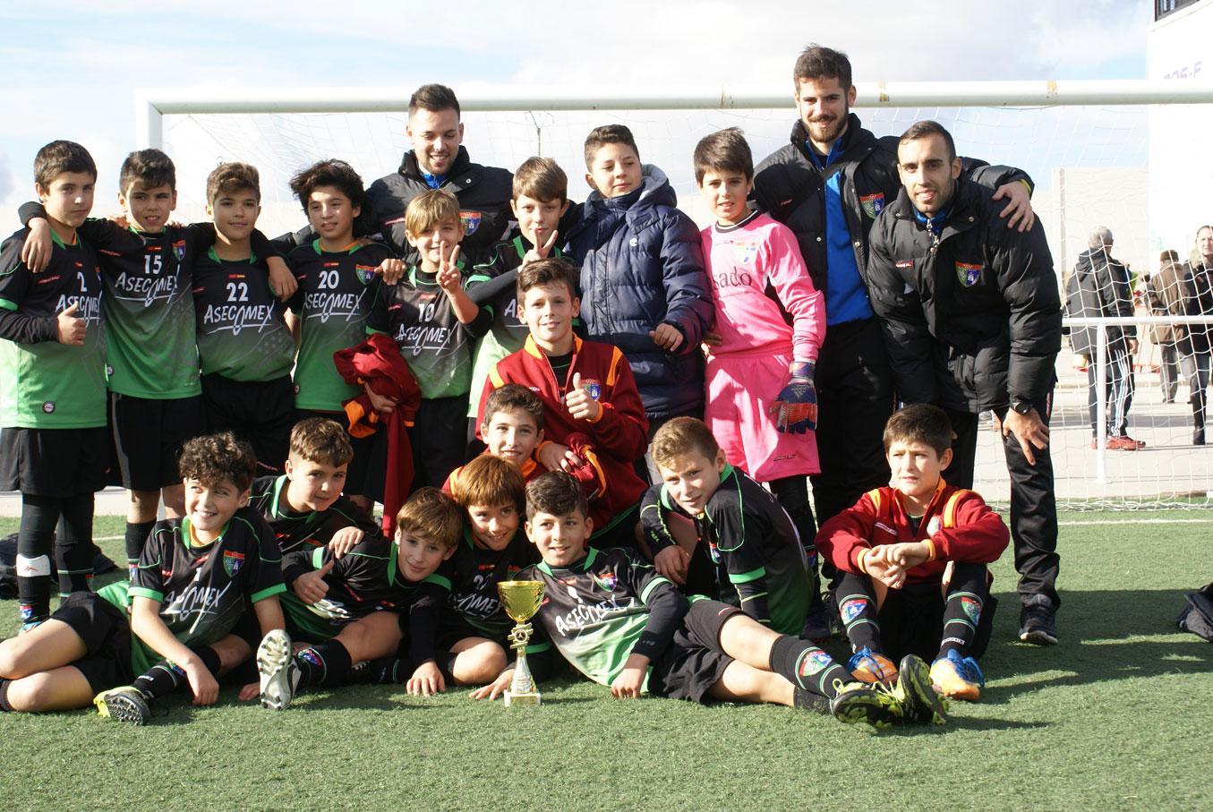 Fotos de la participación del Alevín A en el torneo de Yeles, en el que se proclamó campeón