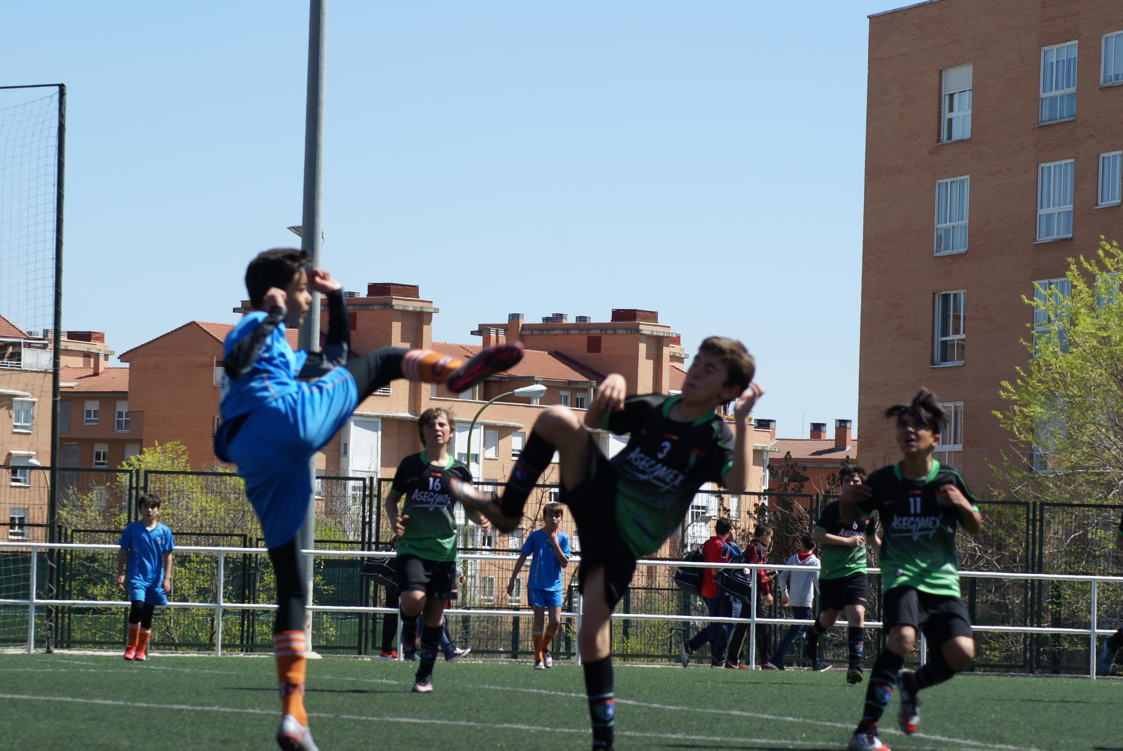 Crónica y fotos del partido de liga Gredos San Diego Moratalaz 2 – 4 EDM Alevín B