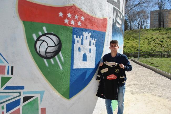 Alberto Lozano, jugador del Real Madrid C, comenzó en la EDM.