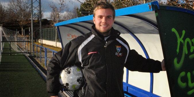 Fran Morillas se queda como primer entrenador del Juvenil A