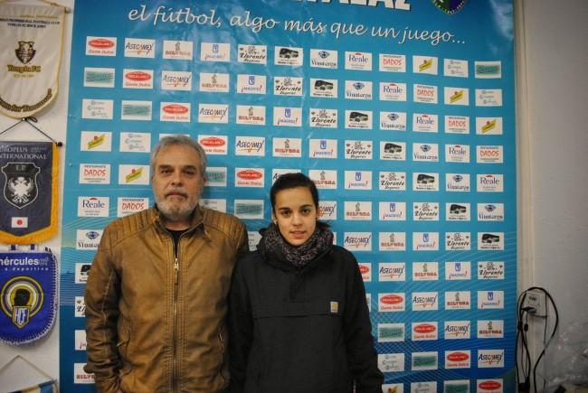 Cristina, junto a su padre