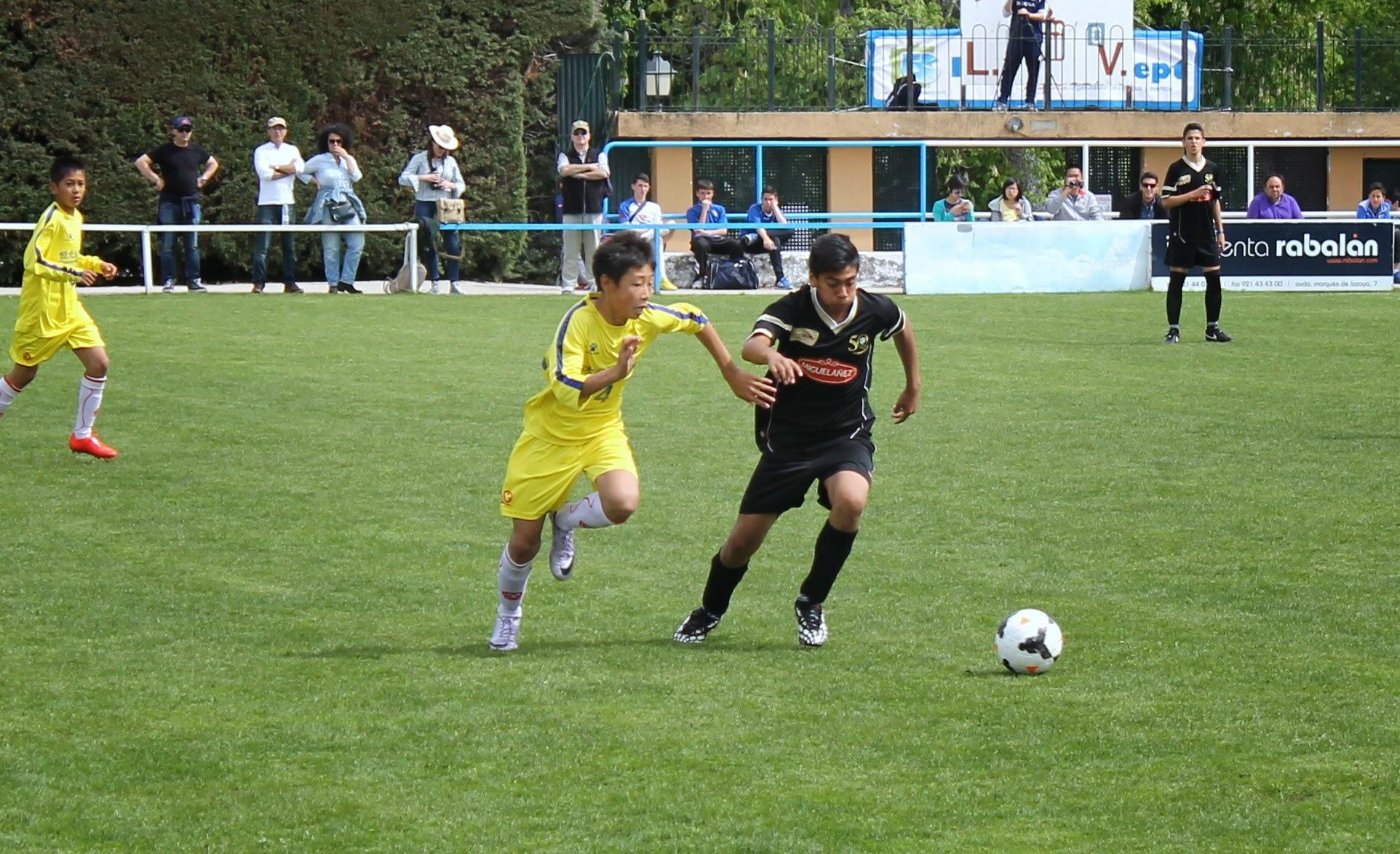 Fotos de la participación del infantil de la EDM en el torneo internacional Real Sitio Cup
