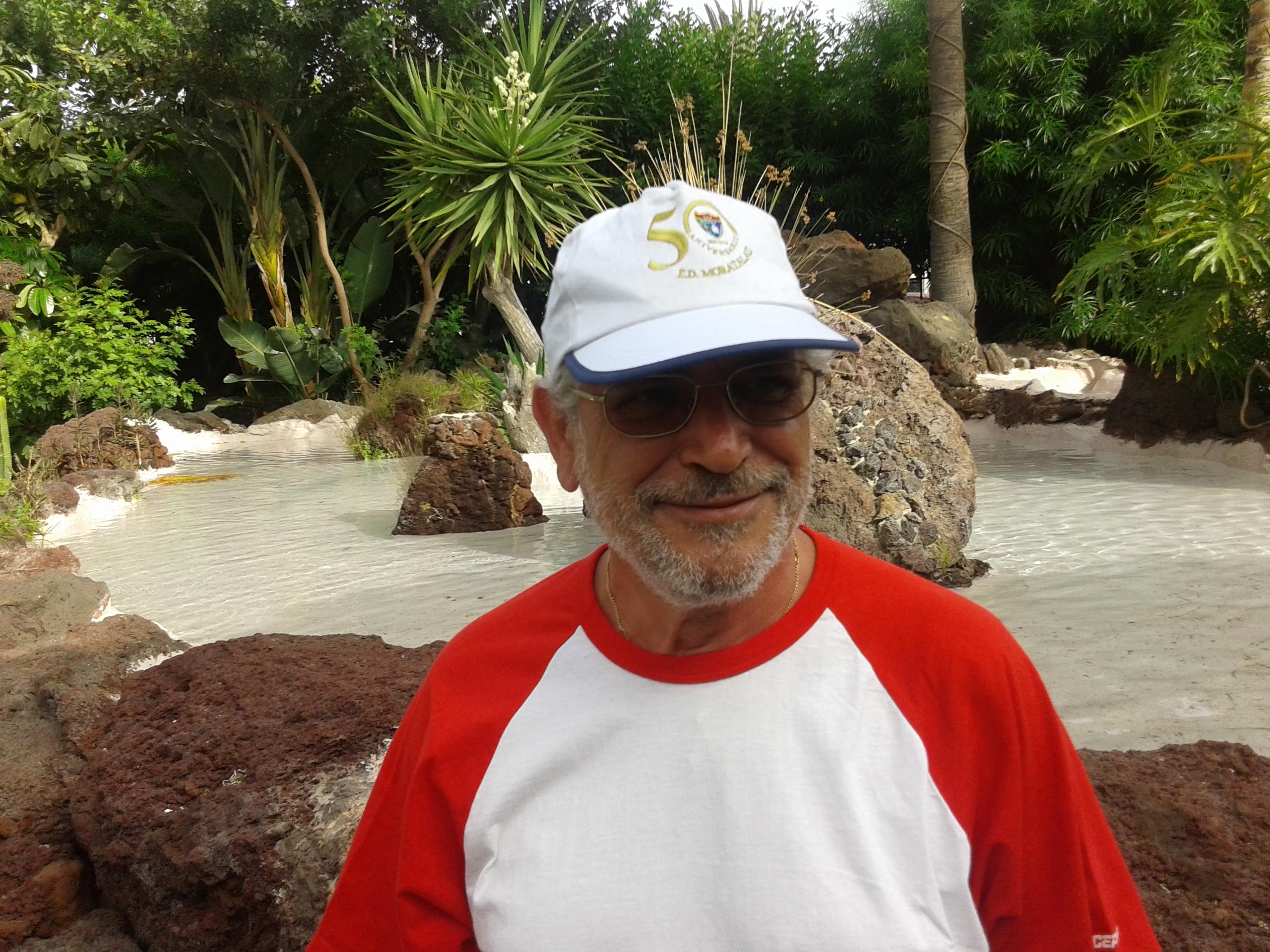 Seguidores de la Escuela, con la gorra del 50 aniversario desde Maspalomas, amplían la EDM por el mundo