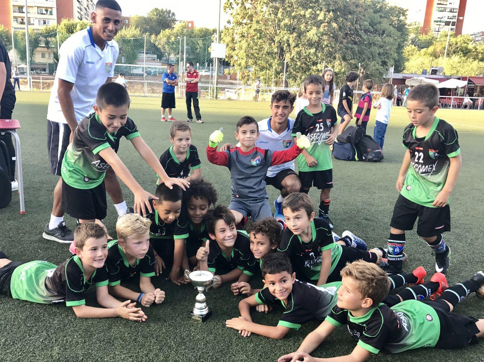 El Prebenjamín A se alza con la XX edición del Trofeo Juanito