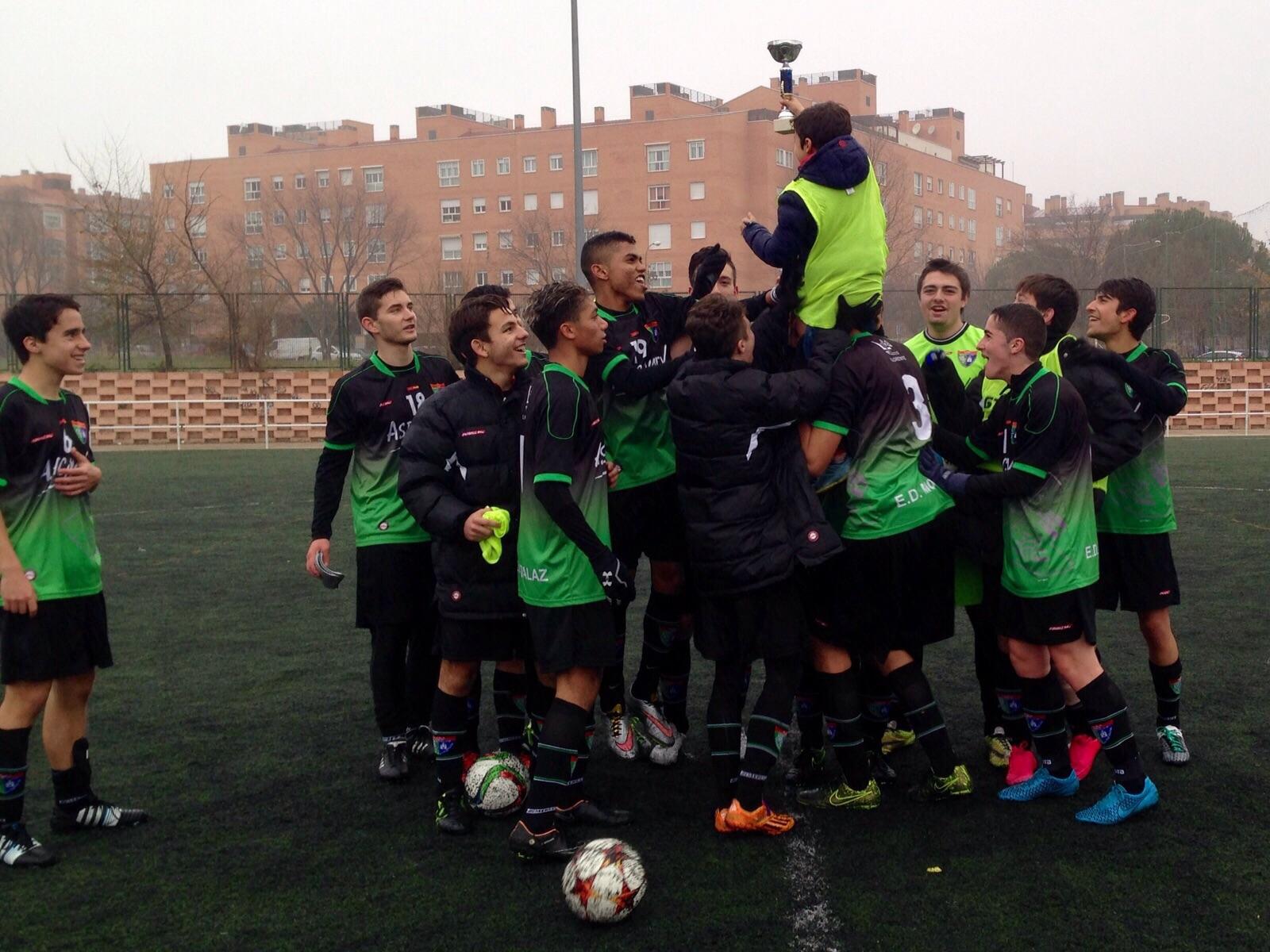 Buena actuación de los equipos de la Escuela en la II Fútbol In Cup