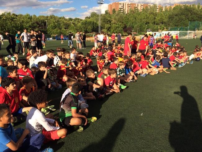 300 jugadores pondrán fin a la temporada en la fiesta de la Escuela Deportiva Moratalaz