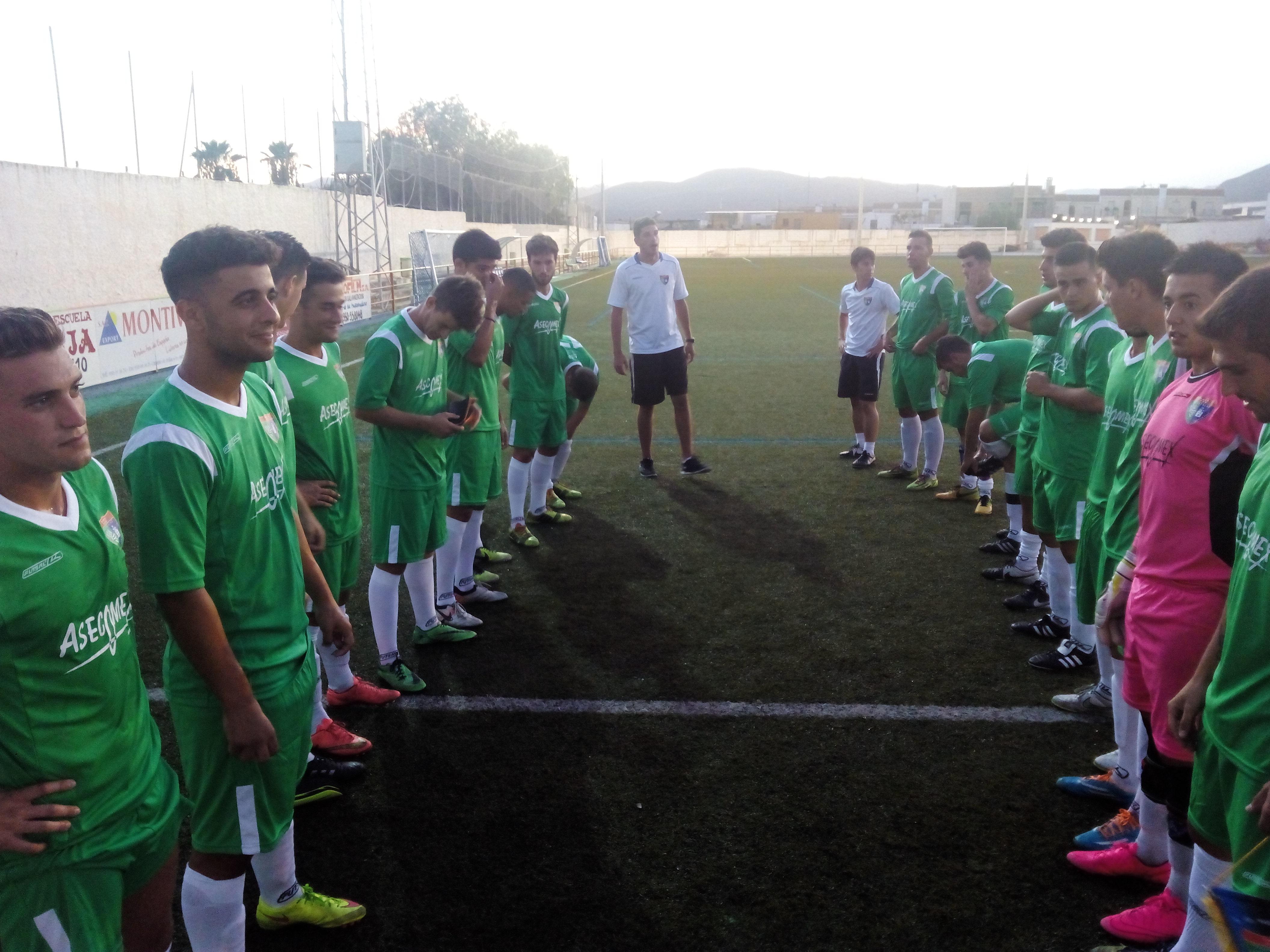 Recital de fútbol y goles del Aficionado A en su primer partido en Almería