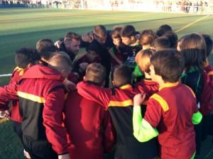 Rubén Bullón motiva a sus jugadores antes de jugar