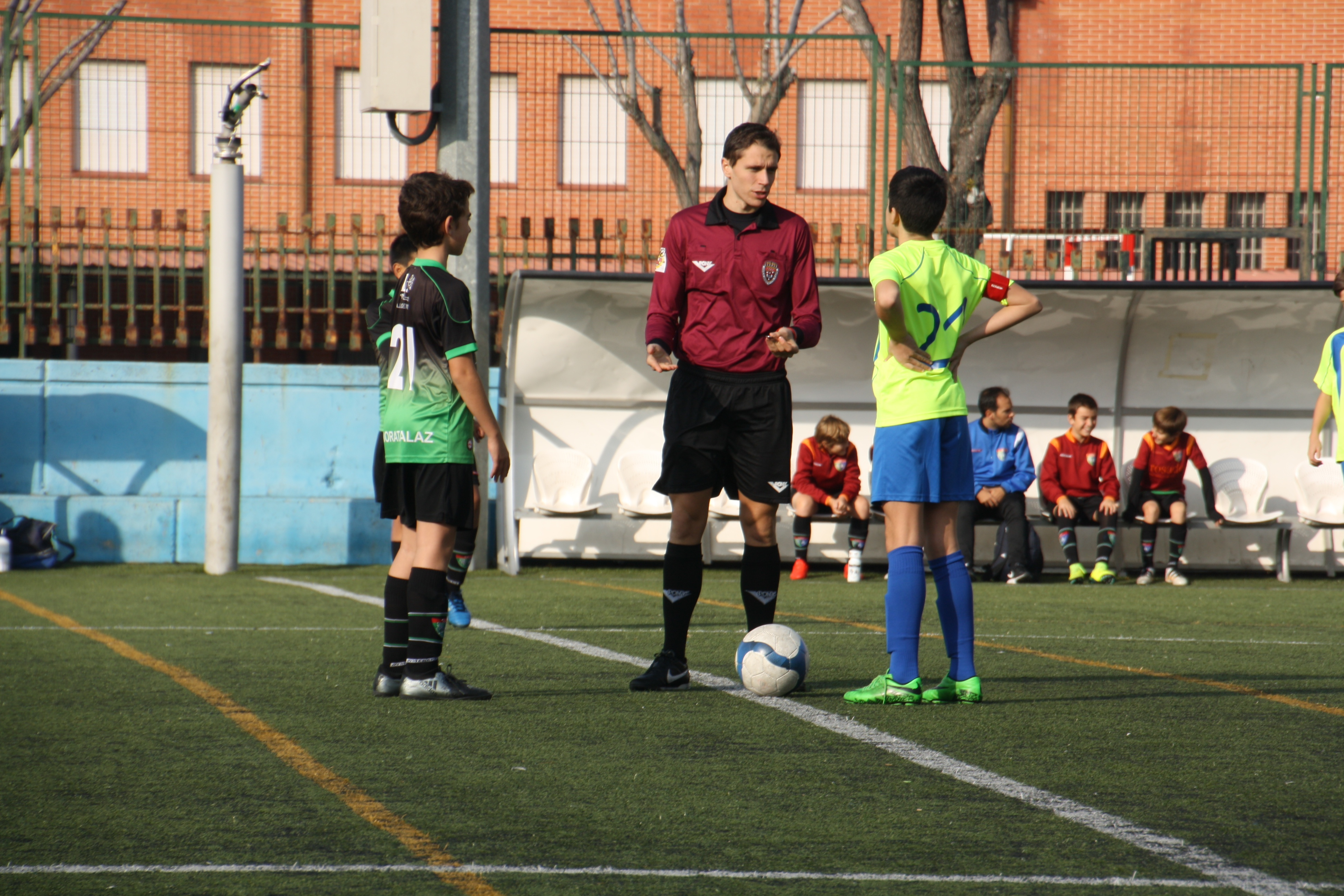 Fotos del partido CD Escuela Breogán A 0 – 2 Infantil E