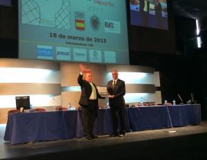 Onésimo Migueláñez recibe el premio Corazón Solidario