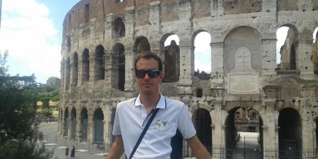 Con un polo del 50 aniversario desde el Coliseo de Roma, nueva foto de la EDM por el mundo