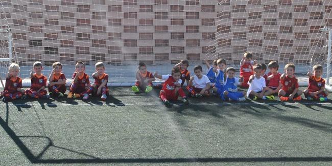 La presentación de los más pequeños de la Escuela llena de gracia y alegría el Lili Álvarez