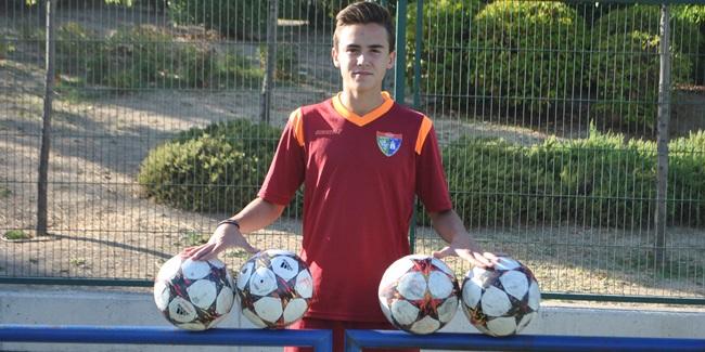 """David Gómez: """"Me gusta de esta Escuela el sentimiento que tienen todos por el fútbol de toque que jugamos"""""""