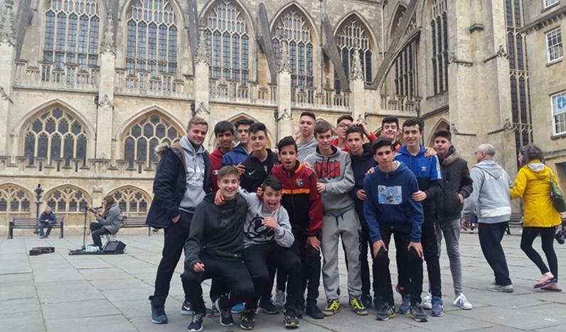Jugadores del Cadete B viajan a Bath para culminar el intercambio con familias de una escuela de fútbol local
