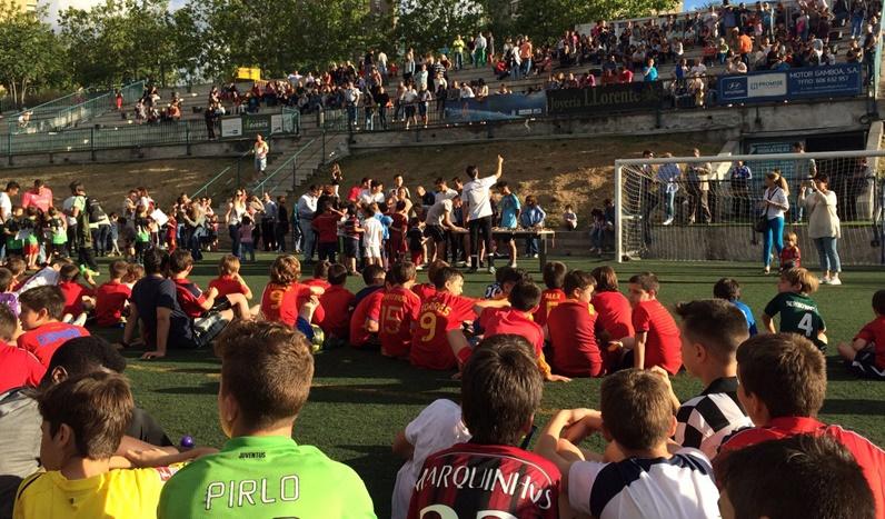 Unos 300 jugadores de la Escuela se lo pasan en grande en la fiesta fin de temporada de la EDM