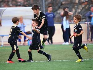 Jugadores EDM celebran un gol en la Real Sitio Cup 2015